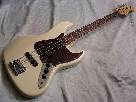 Mostre o mais belo Jazz Bass que você já viu - Página 7 BigfenderjazzbassfretlessDSCN0130_zpsa79566f0