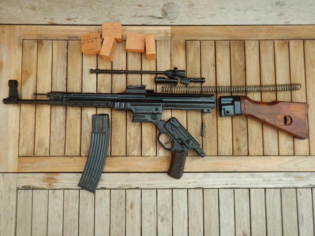 Achtung Sturmgewehr MP44 DSCN7694_zpsai5ar6tj