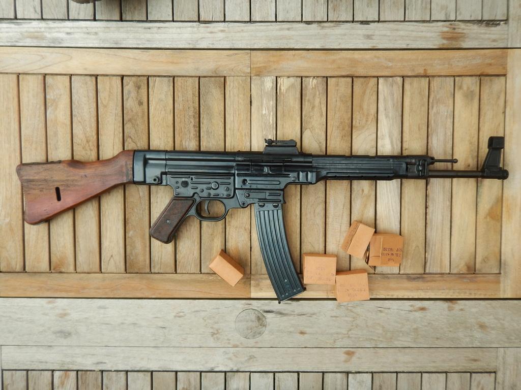 Achtung Sturmgewehr MP44 DSCN7706_zpswhlgdved