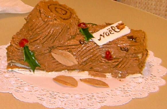BÁNH KEM CHOCOLATE mềm hình thân cây Noel