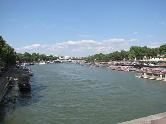 Paris,La Bastille,Tour Eiffel,Champs de Mars IMG_0601_640x480