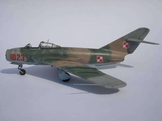 MIG-17F AZ MODELS 1/72 DSC03136