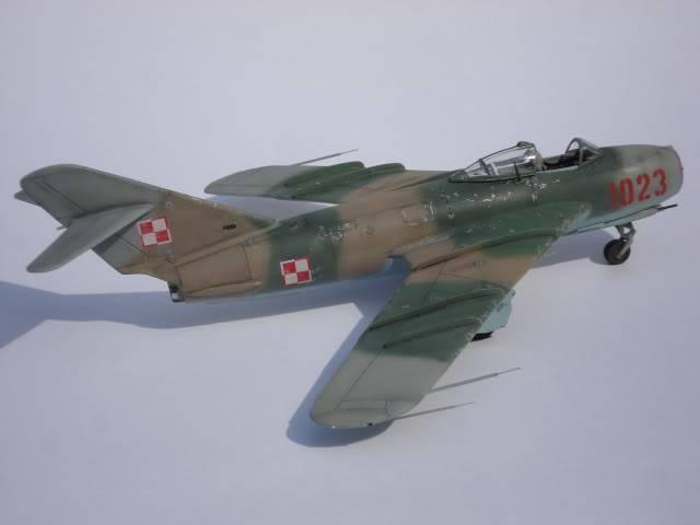 MIG-17F AZ MODELS 1/72 DSC03147