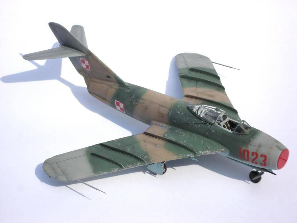 MIG-17F AZ MODELS 1/72 DSC03149