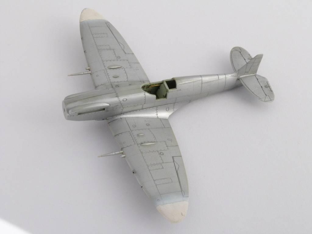 Spitfire Mk. XIVc Academy 1/72 - Terminé P1140636_zpsncukuykv