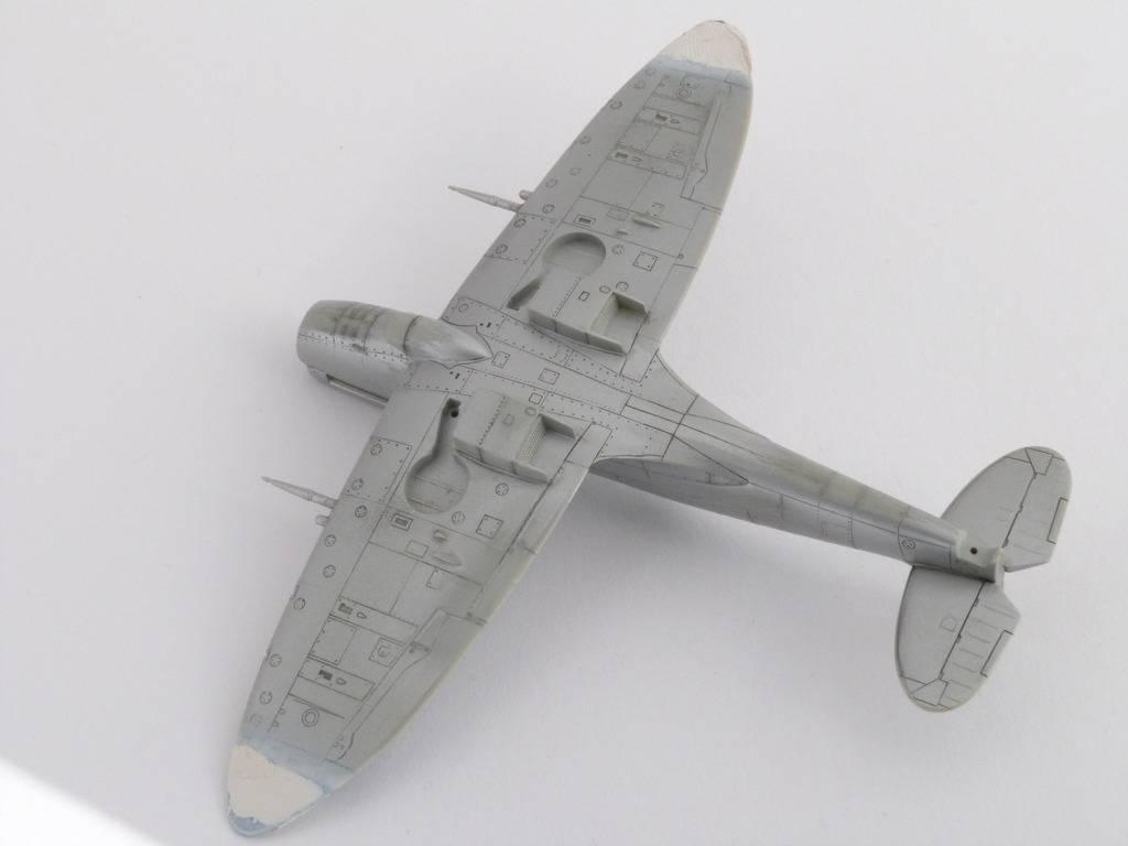 Spitfire Mk. XIVc Academy 1/72 - Terminé P1140637_zpsjgar9pht