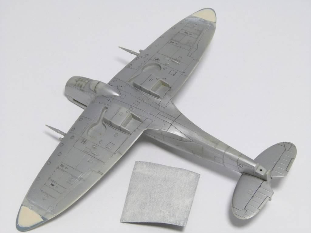 Spitfire Mk. XIVc Academy 1/72 - Terminé P1140639_zps14pob3ga