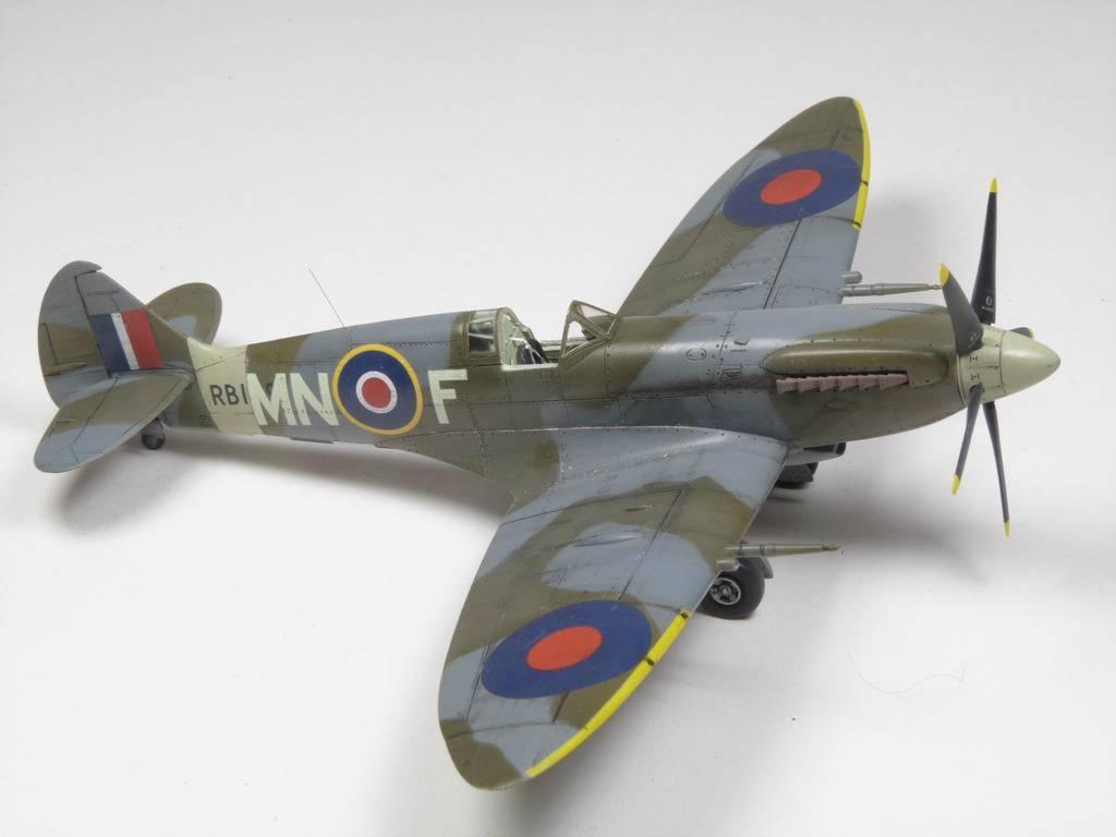 Spitfire Mk. XIVc Academy 1/72 - Terminé P1210797_zpsttiuammz