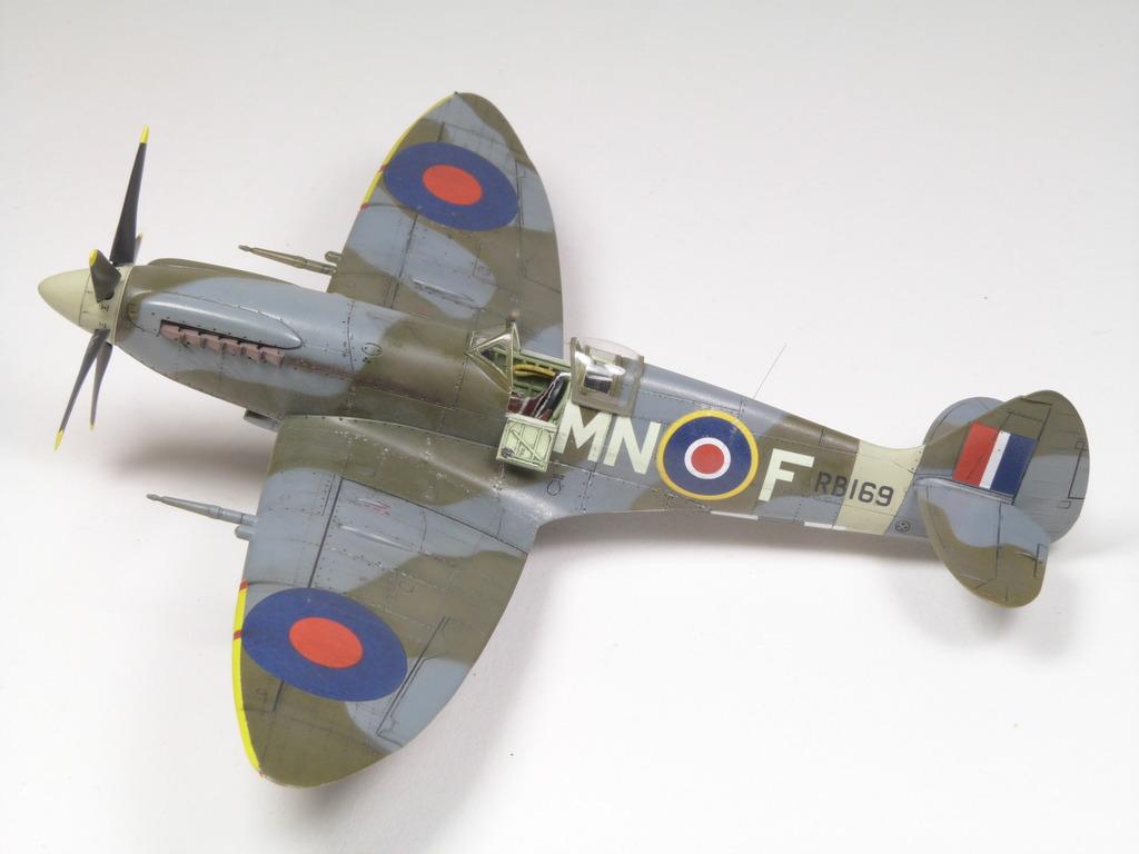 Spitfire Mk. XIVc Academy 1/72 - Terminé P1210858_zpsihwpfmri