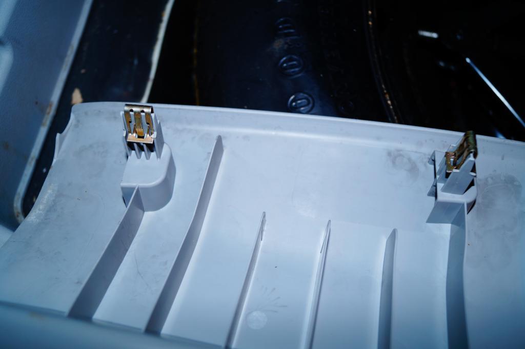 TUTO: Installation radar de recul dodge caliber DSC00391_zpsb30998ea