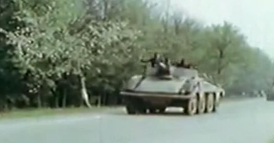 Recherche infos Sdkfz 234/3 Sdkfz234.3_se_rend_en_Tcheacutecoslovaquie_mai_1945_zpsp1ennptz