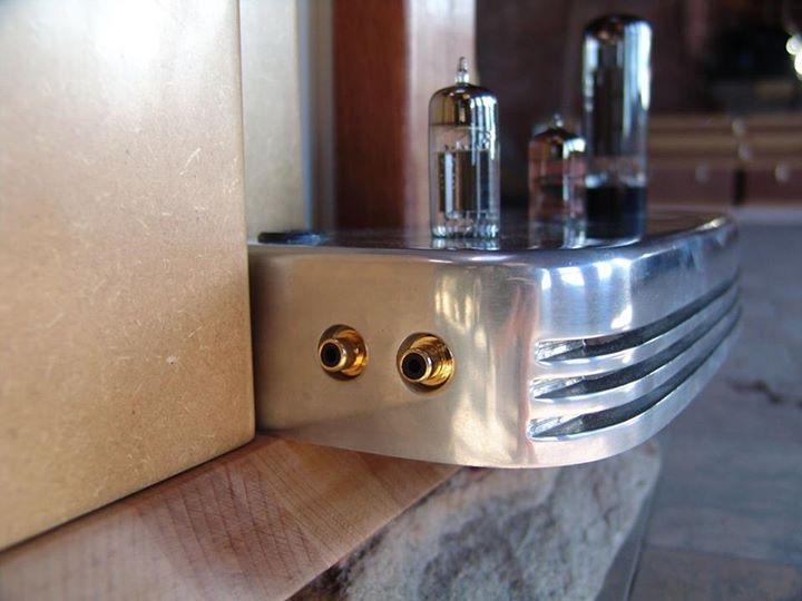 Colunas eletrostáticas com amplificador a válvulas integrado  707821CC-FF37-4838-BADF-441F2B273D3F_zpsykx0udrt