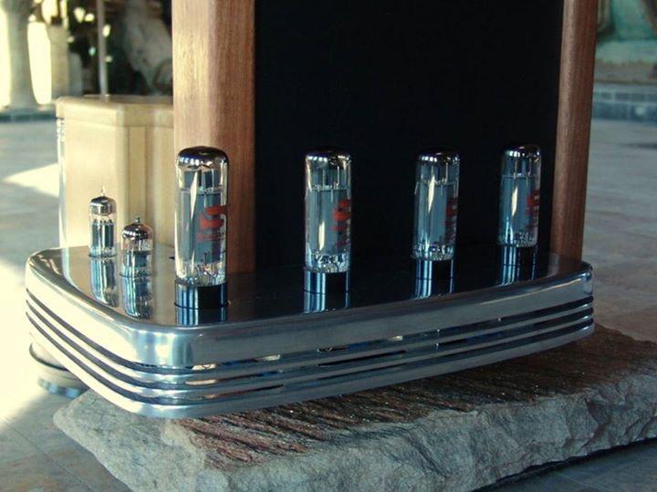 Colunas eletrostáticas com amplificador a válvulas integrado  9DA42E7D-84E8-464F-9A50-29A5D9706C87_zpsesffuqrn
