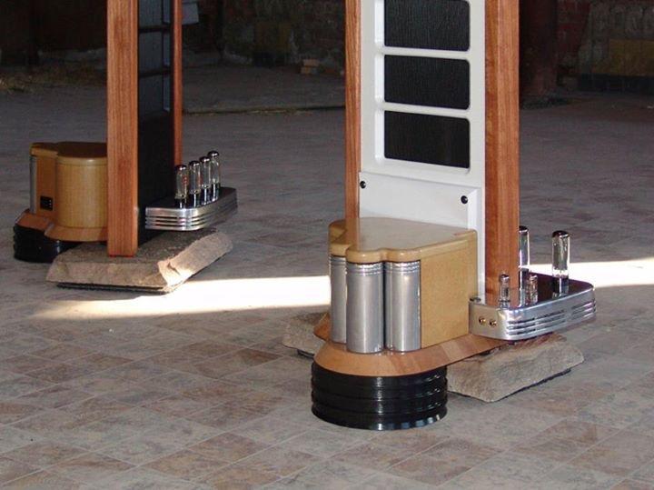 Colunas eletrostáticas com amplificador a válvulas integrado  D642284A-4D2E-46A7-926F-991516126108_zps4y6ndbhl