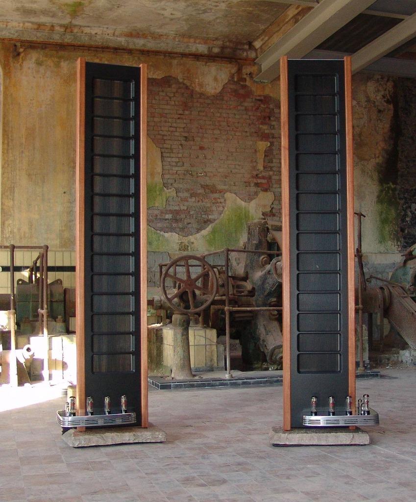 Colunas eletrostáticas com amplificador a válvulas integrado  DFFF5D90-0EE9-41D2-AF9E-7BD59B2D38E3_zps5pnymm7f