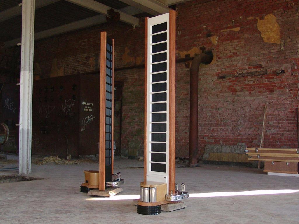 Colunas eletrostáticas com amplificador a válvulas integrado  F15FF225-B246-45EF-909E-F1BE0520F48F_zpsooviz0qd