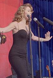 [Music Artist Wiki] Mariah Carey (thiếu) 170px-Mariah_Carey12_Edwards_Dec_1998_zps4946f375