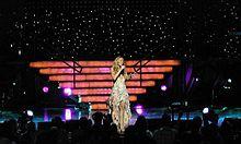 [Music Artist Wiki] Mariah Carey (thiếu) 220px-Mariah_Carey_2003_tour_1_zpse4125e0a