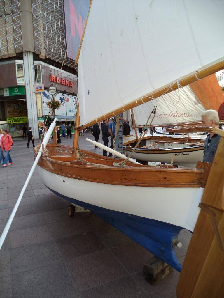 Izložba drvenih tradicijskih barki na Korzu - Rijeka 2014 DSC00846_zps0abd31e4