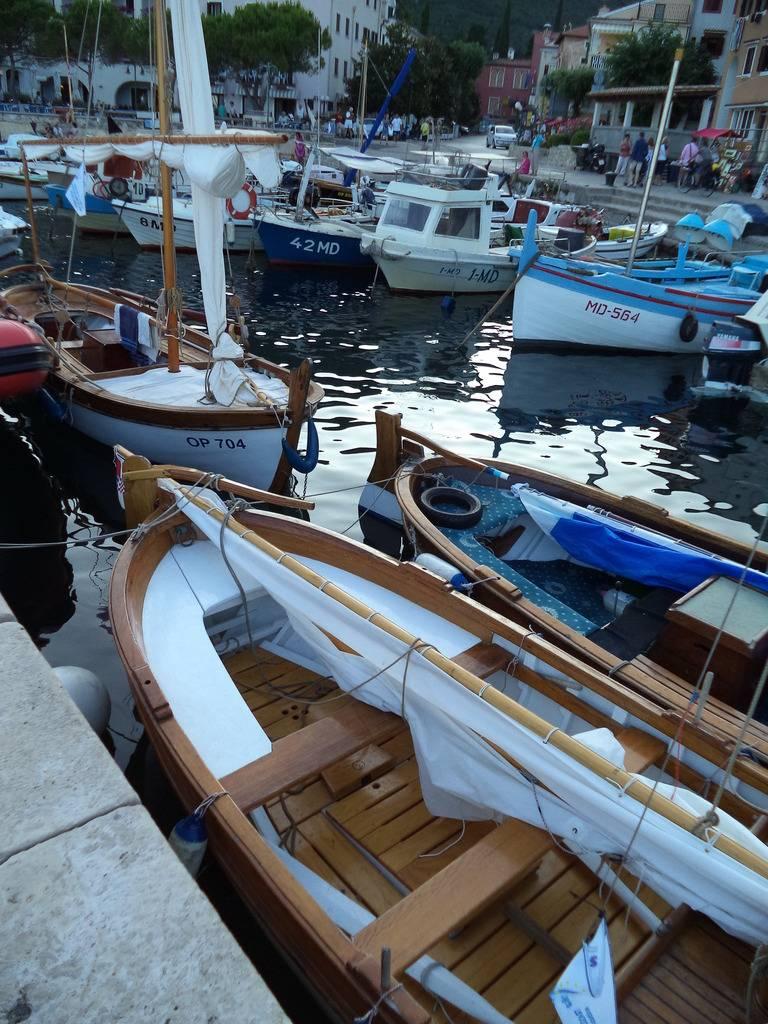Regata tradicijskih barki u Moščenićkoj Dragi 2015 DSC02311_zpsqlzf85n9