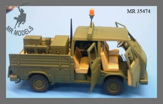 Nouveautés MR MODELBAU MR%20MODELLBAU%20Ref%20MR-35474%20interior%20kit%20Feldkabeltrupp%20field%20telephone%20equipment%20for%20VW%20T3%20Doka%20pour%20le%20kit%20Takom%2001_zpstzrbh2j9