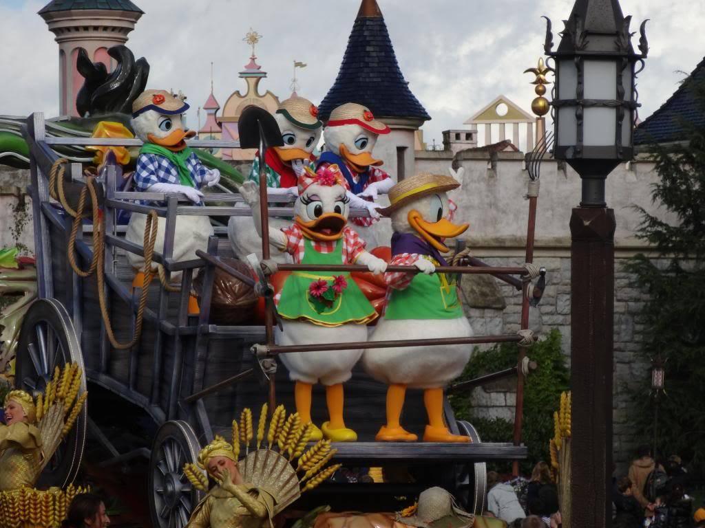 Une journée à Disneyland pour découvrir la période d' Halloween ! - Page 4 DSC02898_zps7cd42655