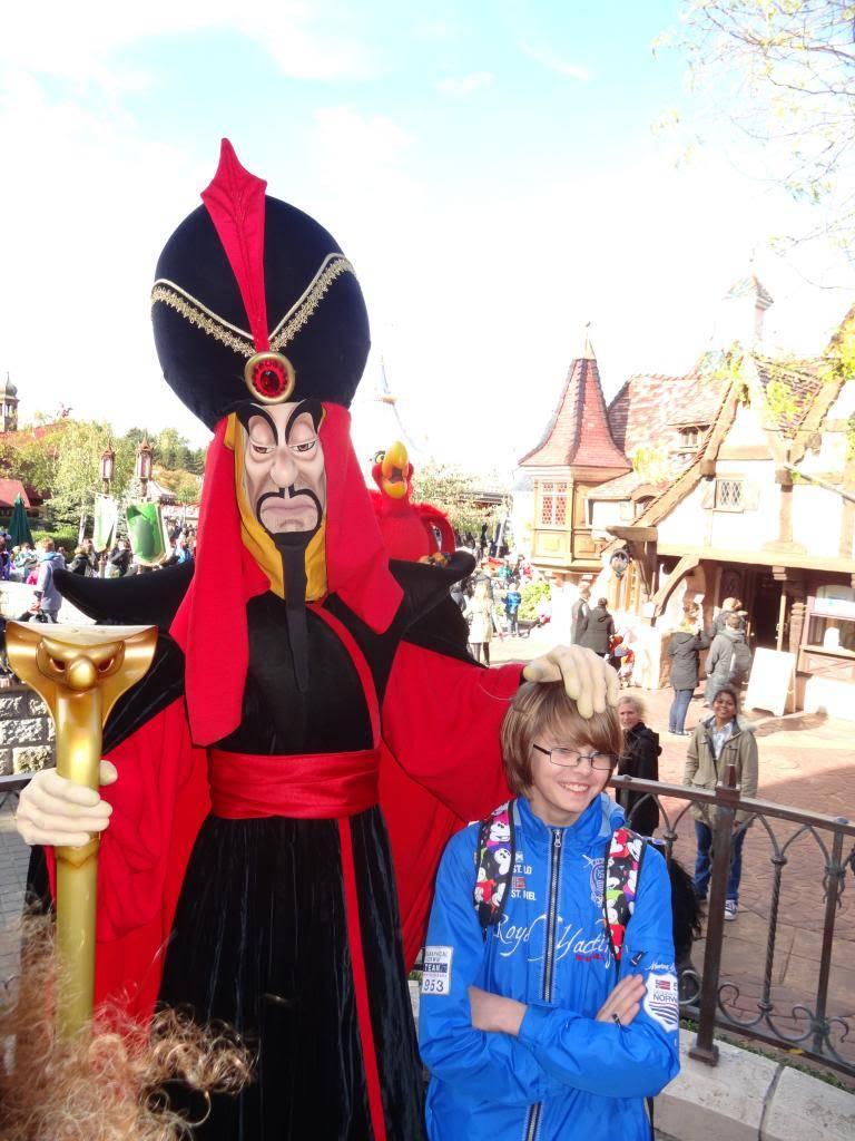Une journée à Disneyland pour découvrir la période d' Halloween ! - Page 4 DSC03000_zpsc5a7be35