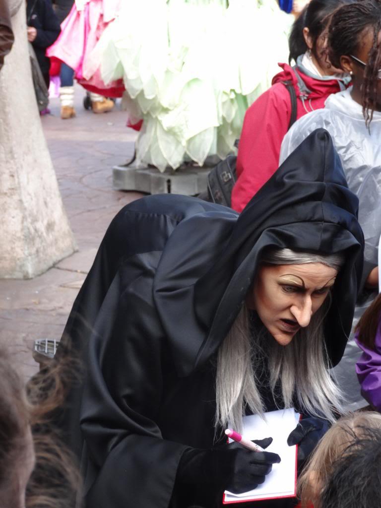Une journée à Disneyland pour découvrir la période d' Halloween ! - Page 4 DSC03015_zps97162c1a