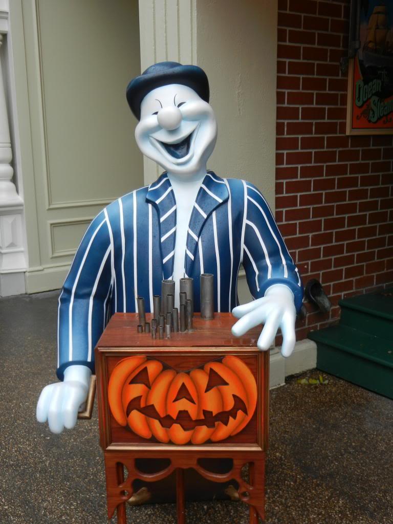 Une journée à Disneyland pour découvrir la période d' Halloween ! - Page 2 DSCN6128_zps2d011706