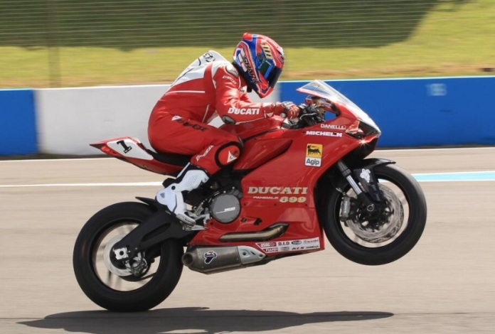 I want a Panigali 899 and I want it to look like this! Carl-fogarty-ducati1_zpsc0df5879