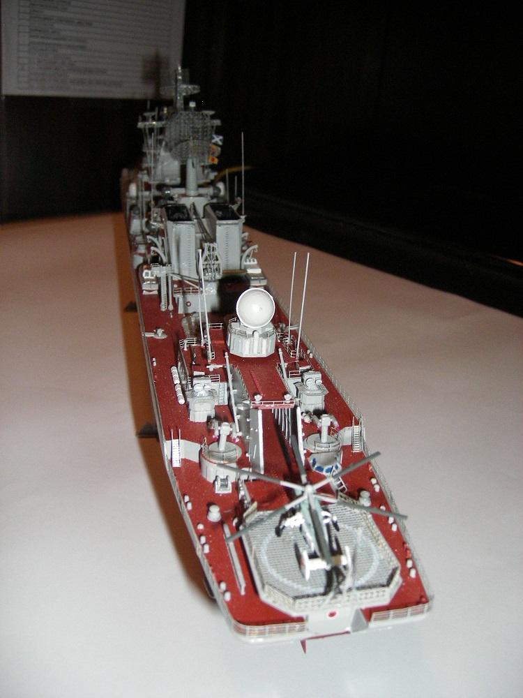 Russian Navy Slava Class Moskva a 1/350 de Trumpeter IMGP0857_zpsaf36e9f4