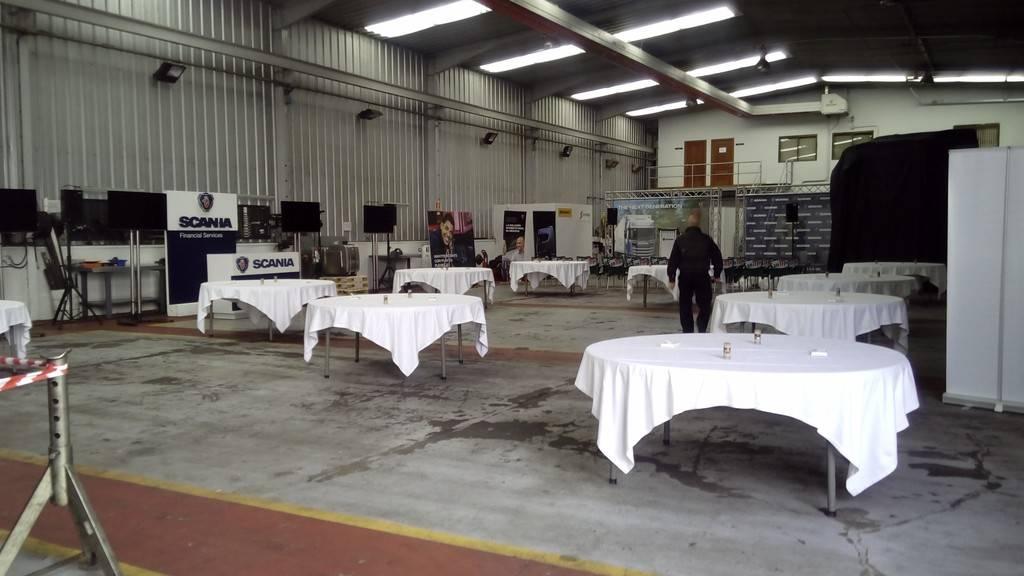 Exhibicion en concesionario Scania Valladolid 22-10-2016 FormatFactory2017%2010-22%20Presentacion%20nuevo%20Scania005_zpsfilcbkik