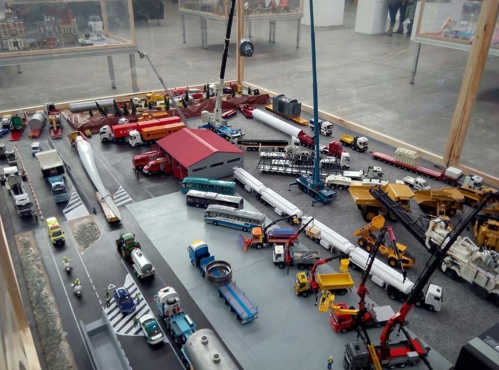 Exhibicion en concesionario Scania Valladolid 22-10-2016 IMG-20161016-WA0014_zpsq8d4hxdu