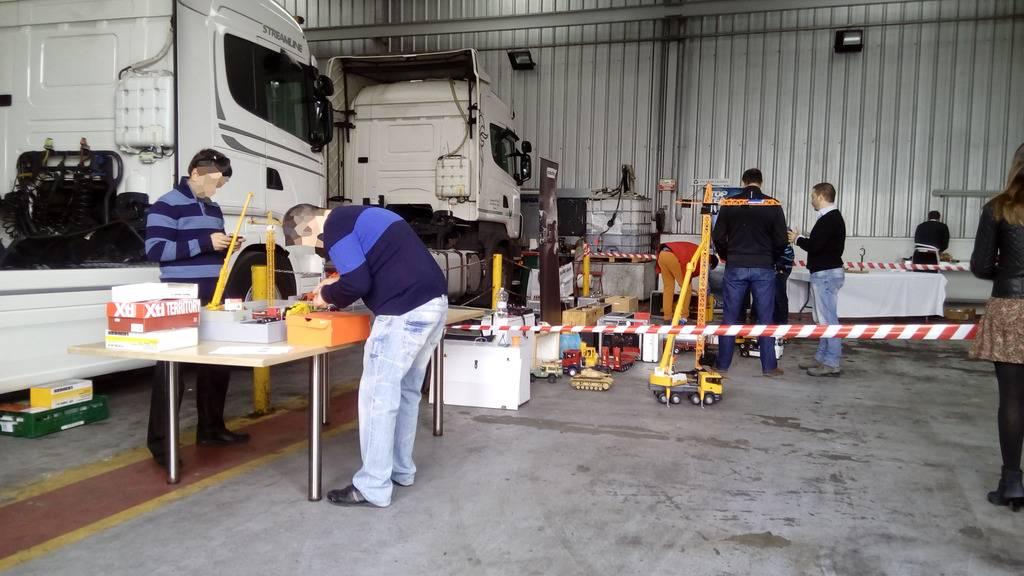 Exhibicion en concesionario Scania Valladolid 22-10-2016 IMG_20161022_105022%20b_zpsatdsmkcc