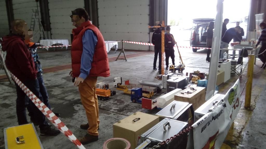 Exhibicion en concesionario Scania Valladolid 22-10-2016 IMG_20161022_105142%20b_zps95byzket