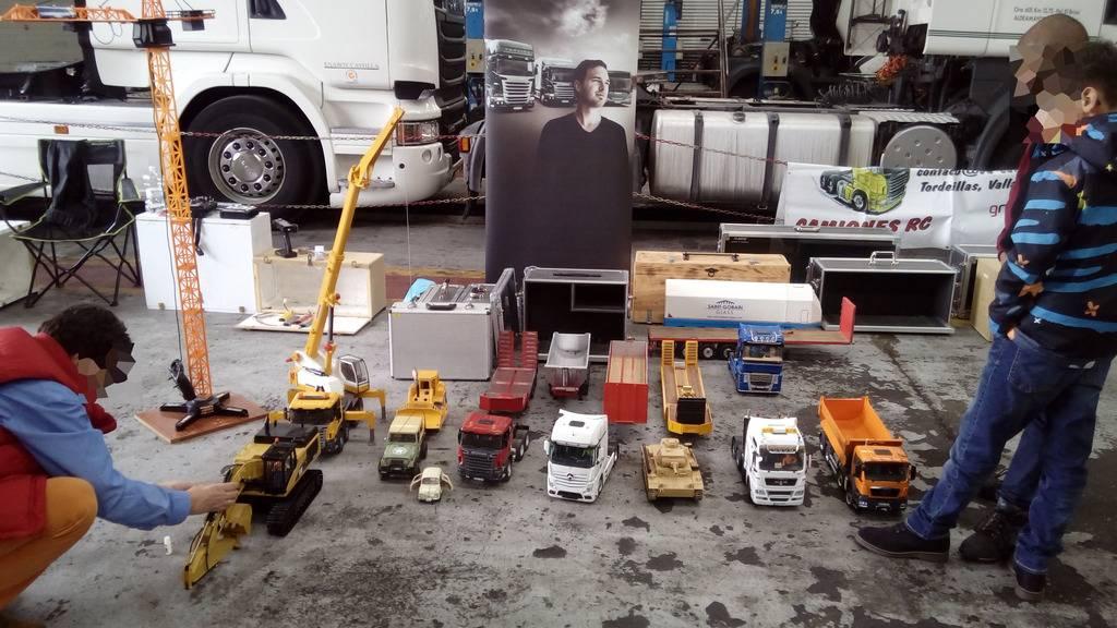 Exhibicion en concesionario Scania Valladolid 22-10-2016 IMG_20161022_105414%20b_zpscgoetrzx