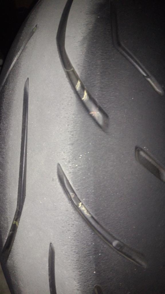 Bridgestone S20R EVO com defeito? Por3_zps0b5c8e36