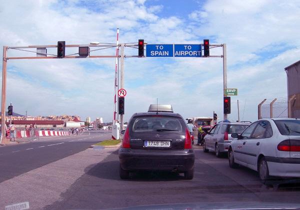 Gibraltar (Território britânico ultramarino) Gibraltar_Airport_Checkpoint_zps78c61a25