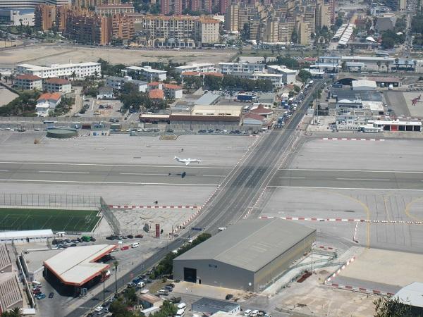 Gibraltar (Território britânico ultramarino) Gibraltar-airport_zps05ce19c0