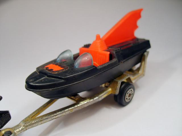 Modelos de Peliculas o Series de TV BatBoat_Corgi