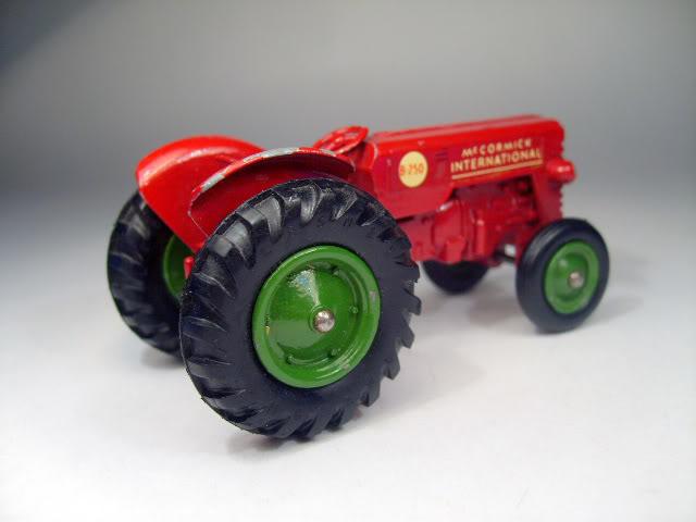 Maquinaria Agricola K4A_International_Tractor_b