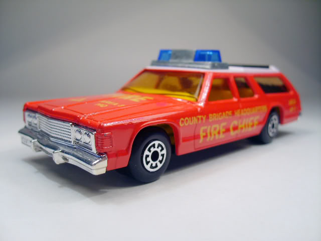 Los Grandotes de Lesney K67A_Dodge_Monaco_Fire_Chief_Car-2