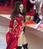 [Gintama FC][Model] Adriana Lima Th_adriana-lima-2012-victoria-s-secret-fashion-show-inside-03_zps7b5a2c1f