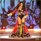 [Gintama FC][Model] Adriana Lima Th_adriana-lima-alessandra-ambrosio-victorias-secret-fashion-show-2012-01_zpsc14acc77