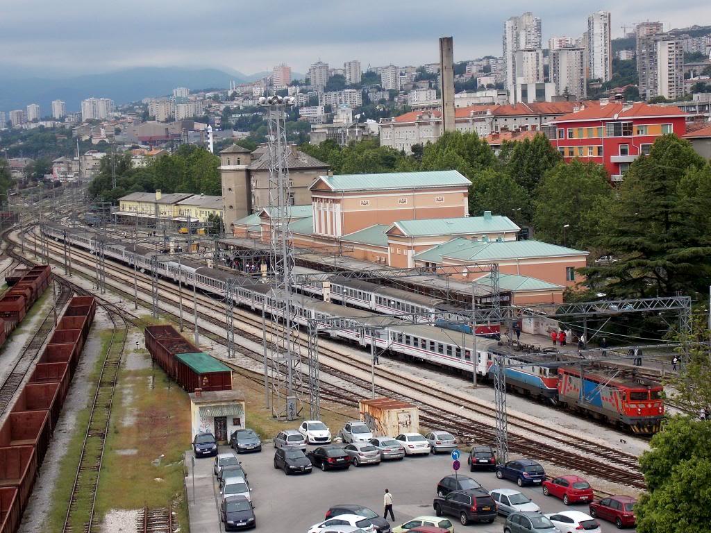 Navijački vlakovi DSCN3686_zpscb8cbfbc