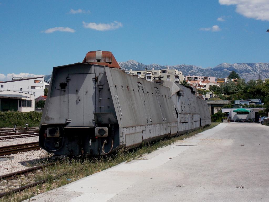 Oklopni vojni vlak DSCN6106_zpsc09eb05a