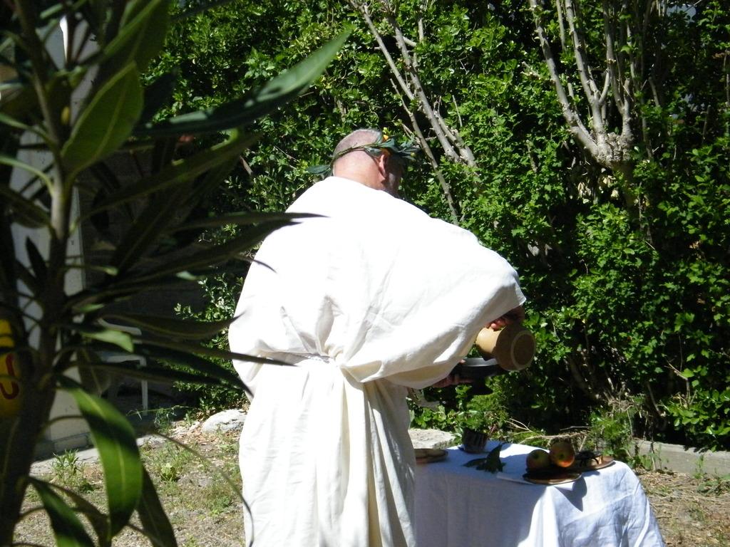 Religion et cérémonie religieuse dans le monde grec DSCF4223_zpscfjqlset