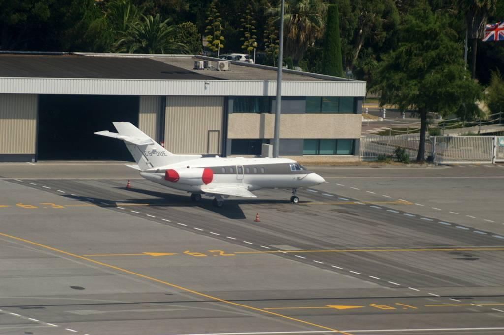 Aéroport de Cannes-Mandelieu [LFMD-CEQ] Juillet 2015   PICT0869_zpsybvhrffp