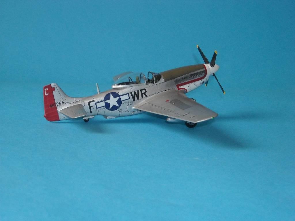 P-51D Academy 1/72 DSCN7926_zps6e698c8d