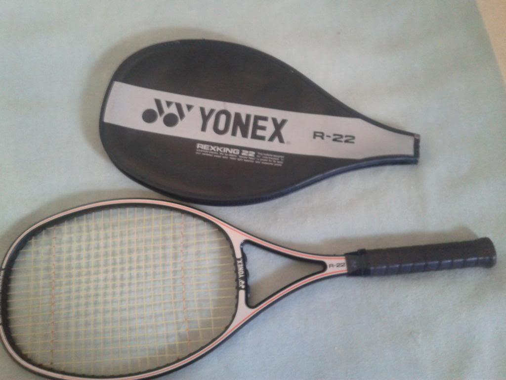 vendo ou troco raquete classica Yonex R-22, impecável 20131021_154337_zps8518f79b